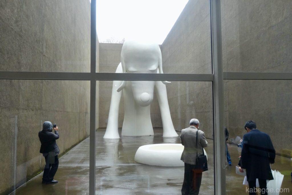 青森県立美術館の「あおもり犬」