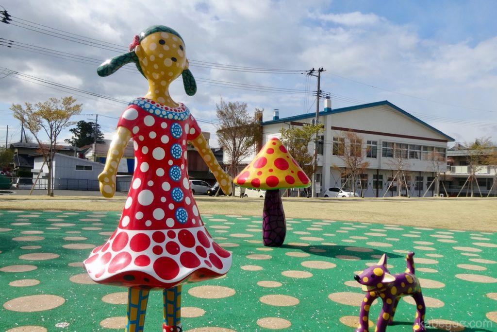 十和田市現代美術館の「愛はとこしえ十和田でうたう(草間彌生)」