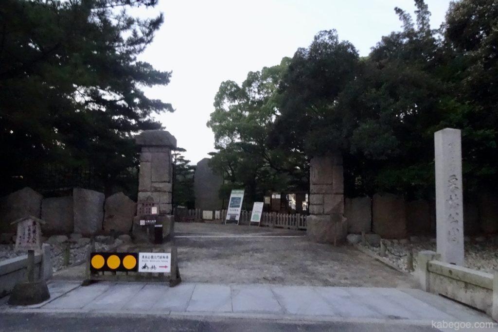 栗林公園の門