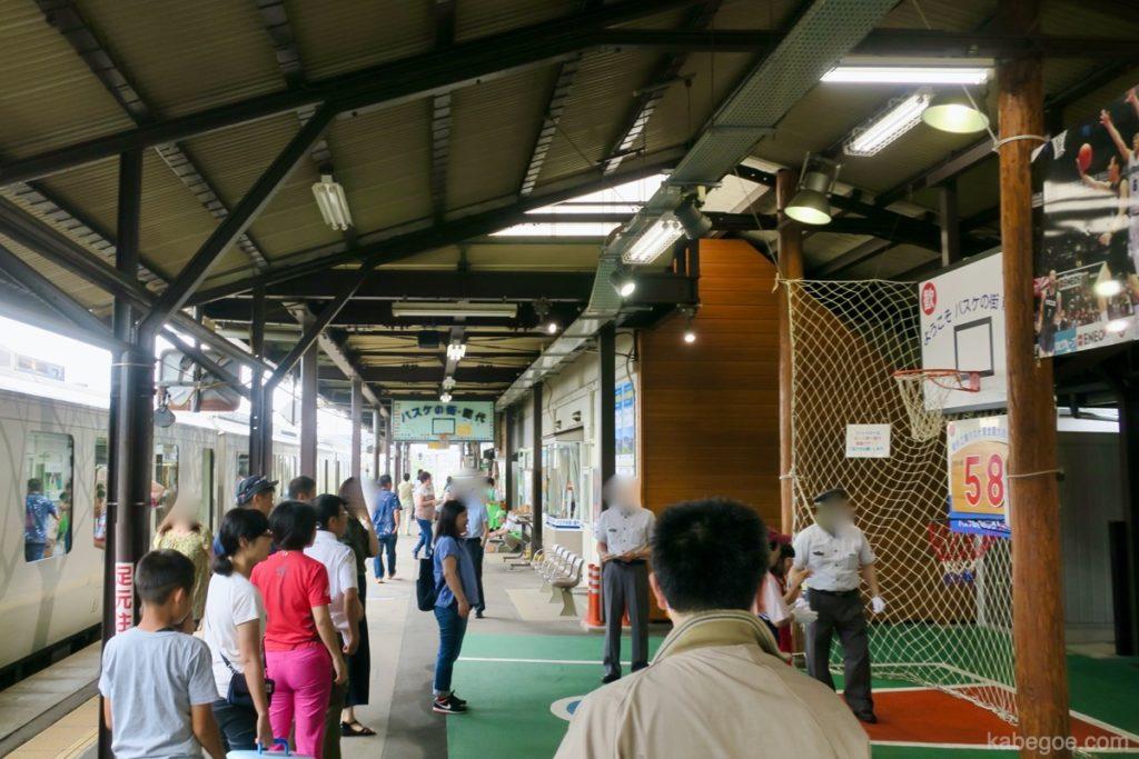 バスケの街の能代駅