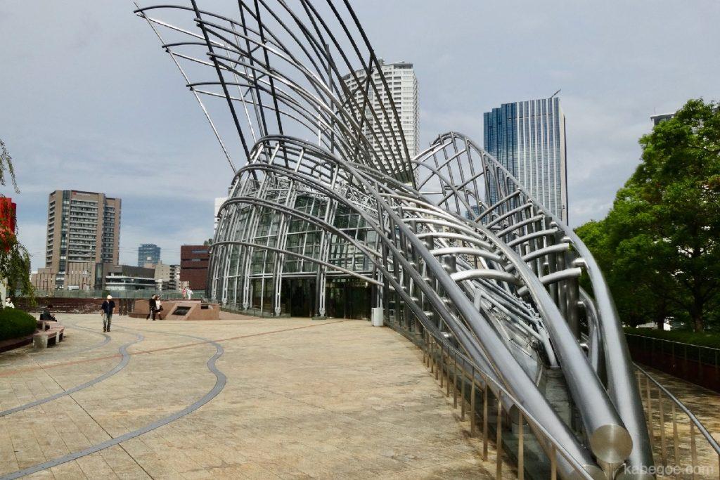 大阪国立国際美術館の外観