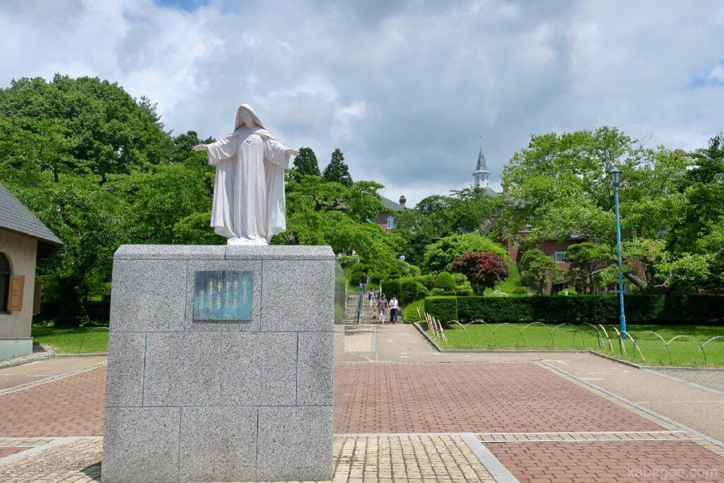 トラピスチヌ修道院のマリア像