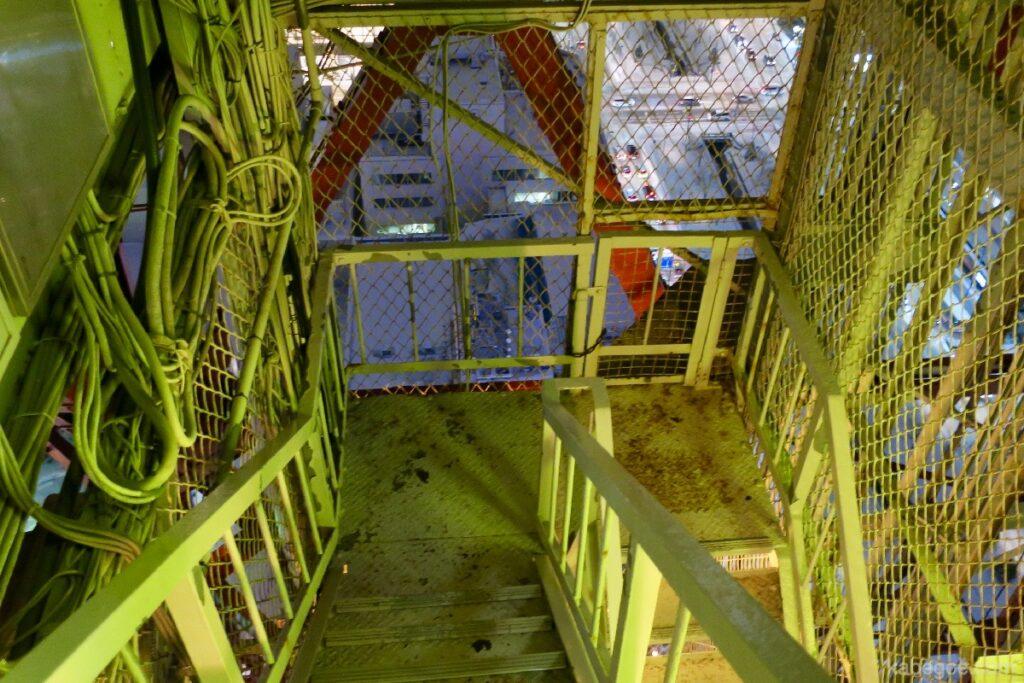 さっぽろテレビ塔からの階段くだり