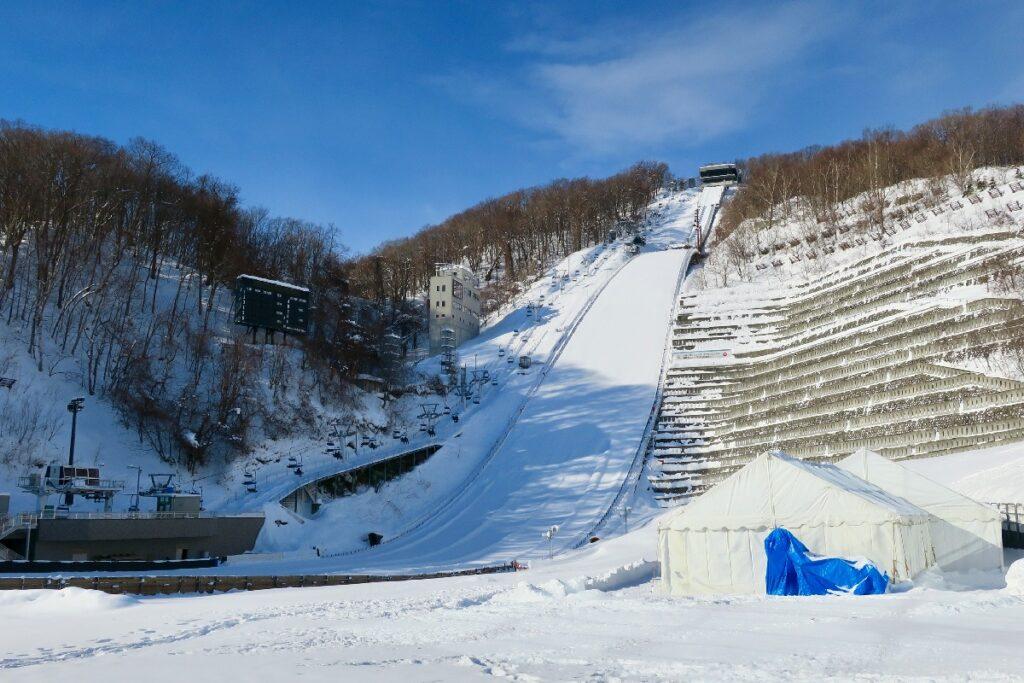 大倉山ジャンプ競技場の外観