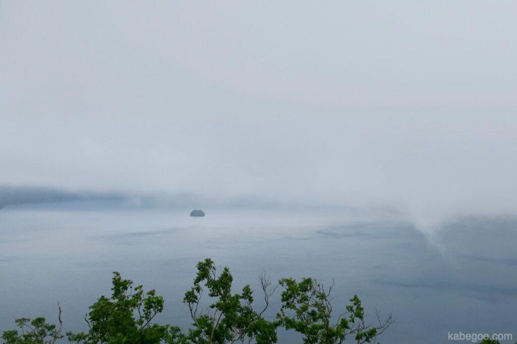 摩周湖のカムイシュ島