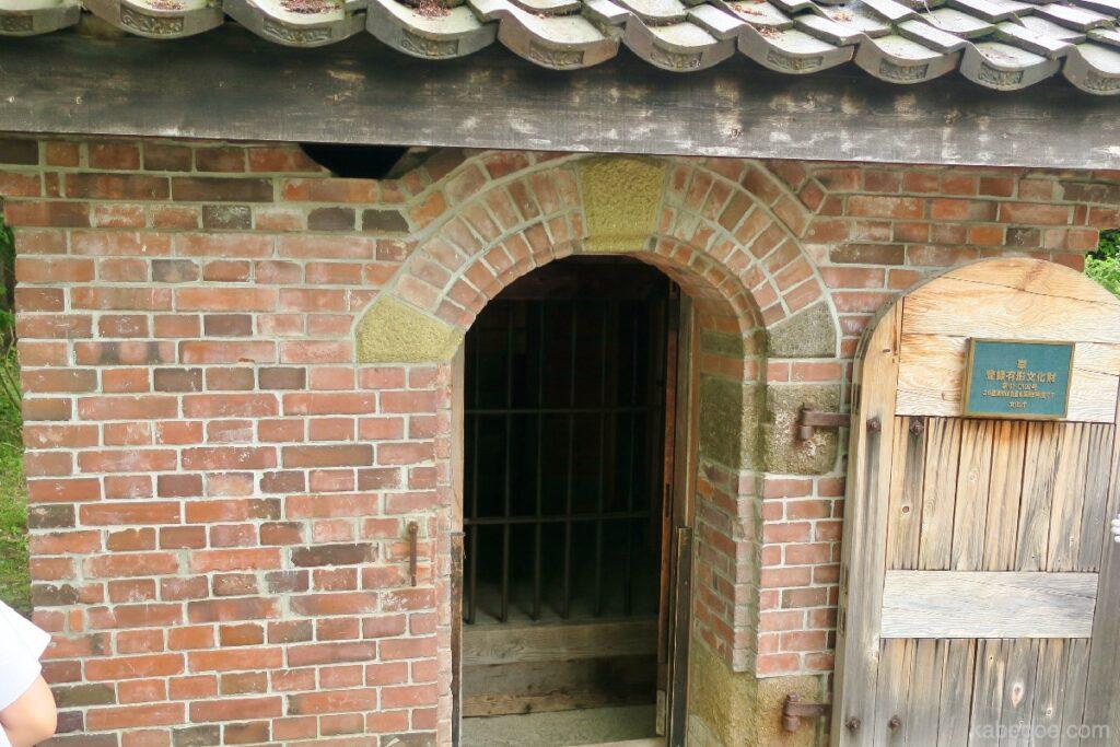 網走監獄の煉瓦造りの独居房