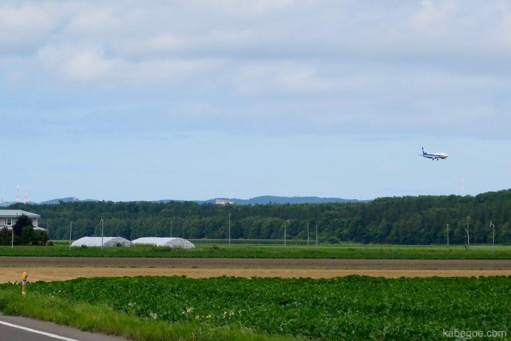 女満別空港に着陸する飛行機