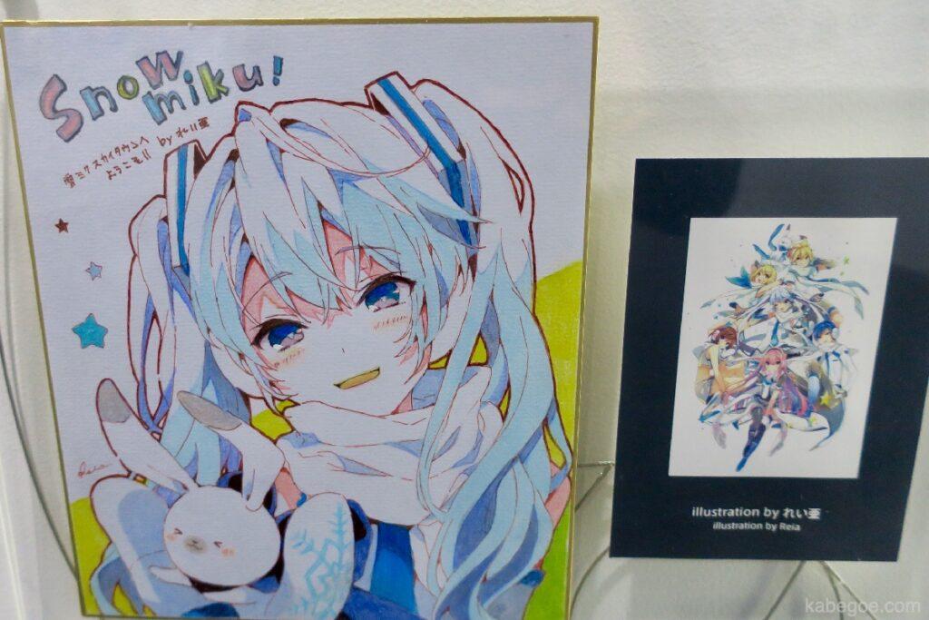 Shikishi dello Snow Miku Museum autografato all'aeroporto di New Chitose (Reia)