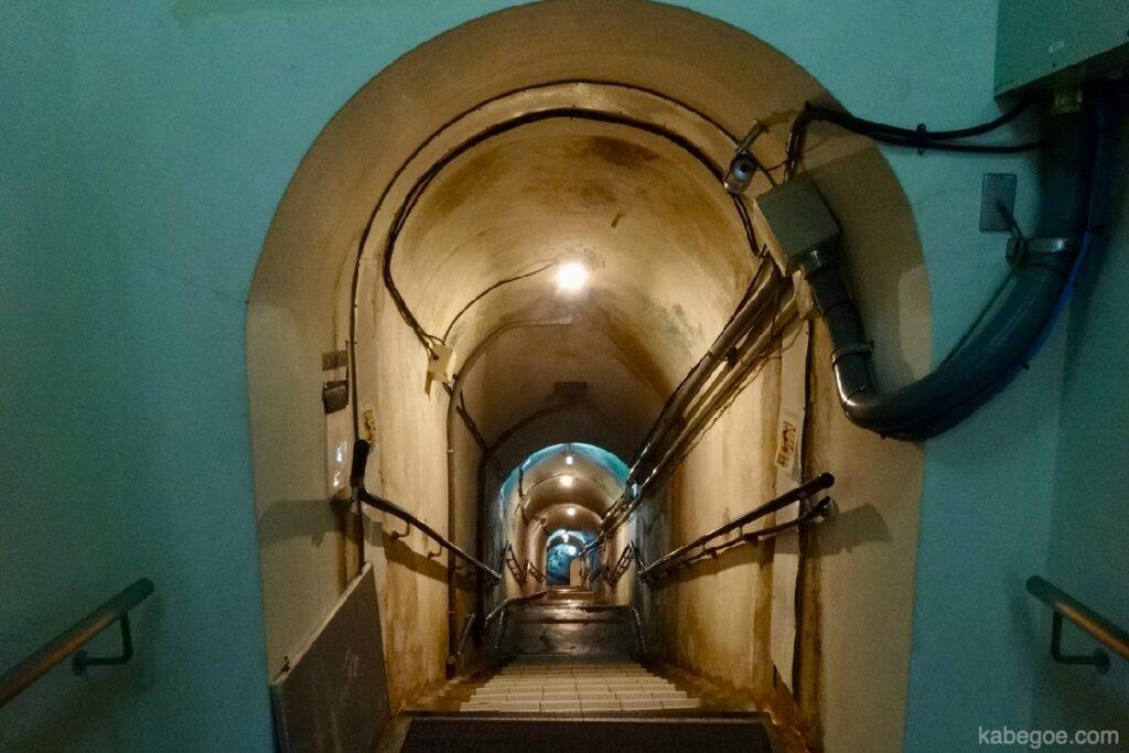 旧海軍司令部壕の地下道