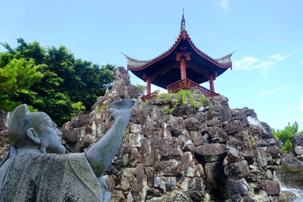 福州園の李白像