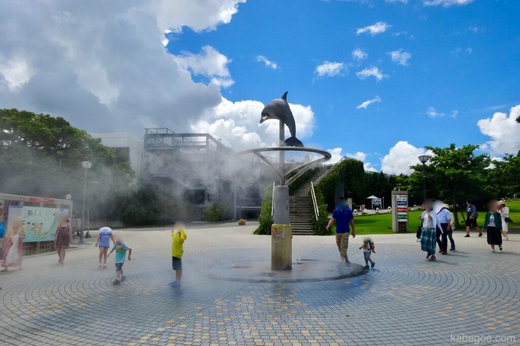 美ら海水族館の表広場