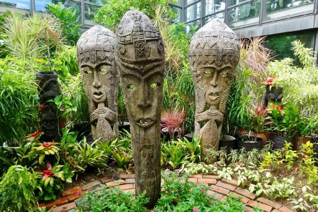 熱帯ドリームセンターの仮面