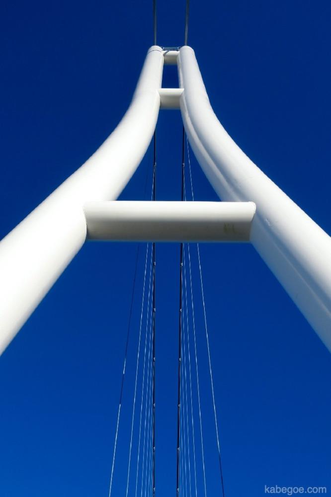 Ketinggian pilar utama Mishima Skywalk