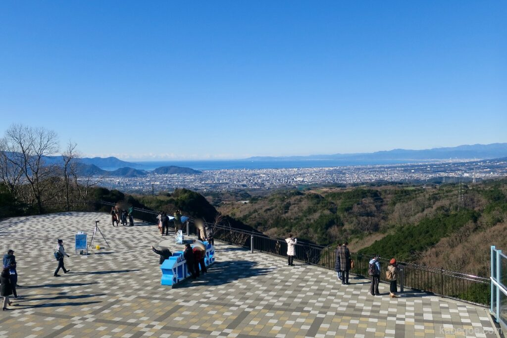 Teluk Suruga dari Mishima Skywalk