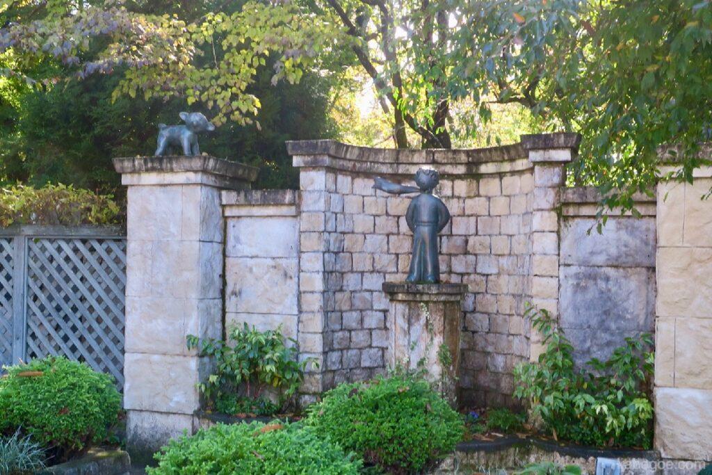 星の王子さまミュージアムの銅像
