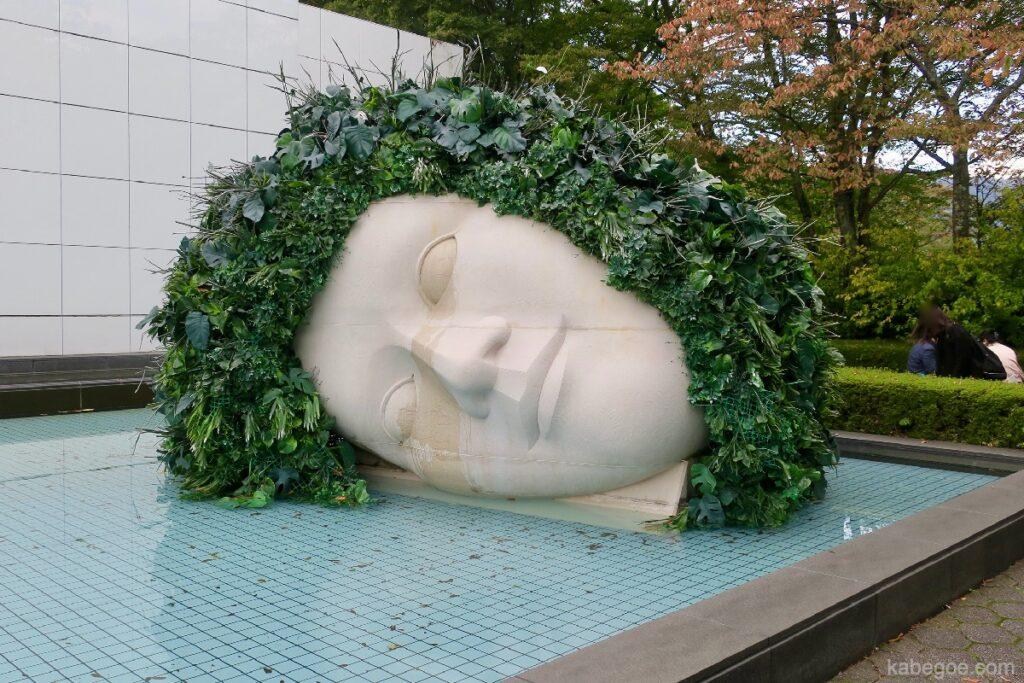 箱根彫刻の森美術館のフランソワ= ザビエ、クロード・ラランヌ「嘆きの天使」
