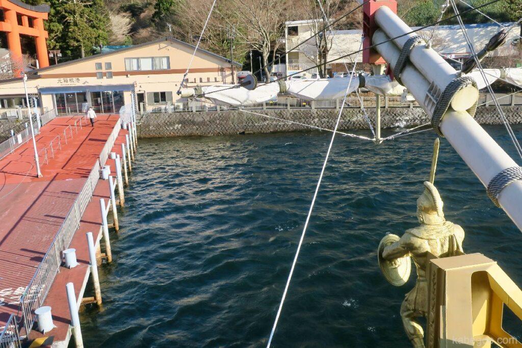 Pemandangan dari dek Kapal Bajak Laut Hakone