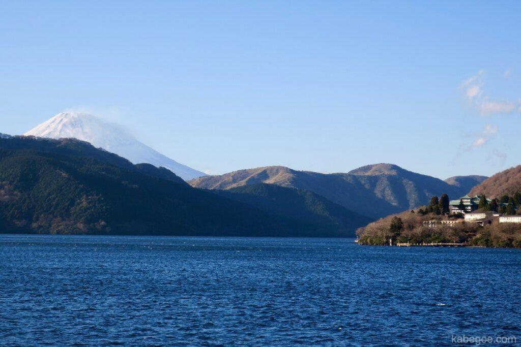 Gunung Fuji dilihat dari kapal bajak laut Hakone