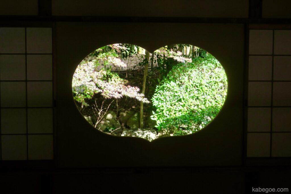 Jendela berbentuk hati Jizo-in