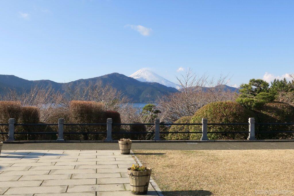 Pemandangan dari observatorium tepi danau Taman Hakone Onshi