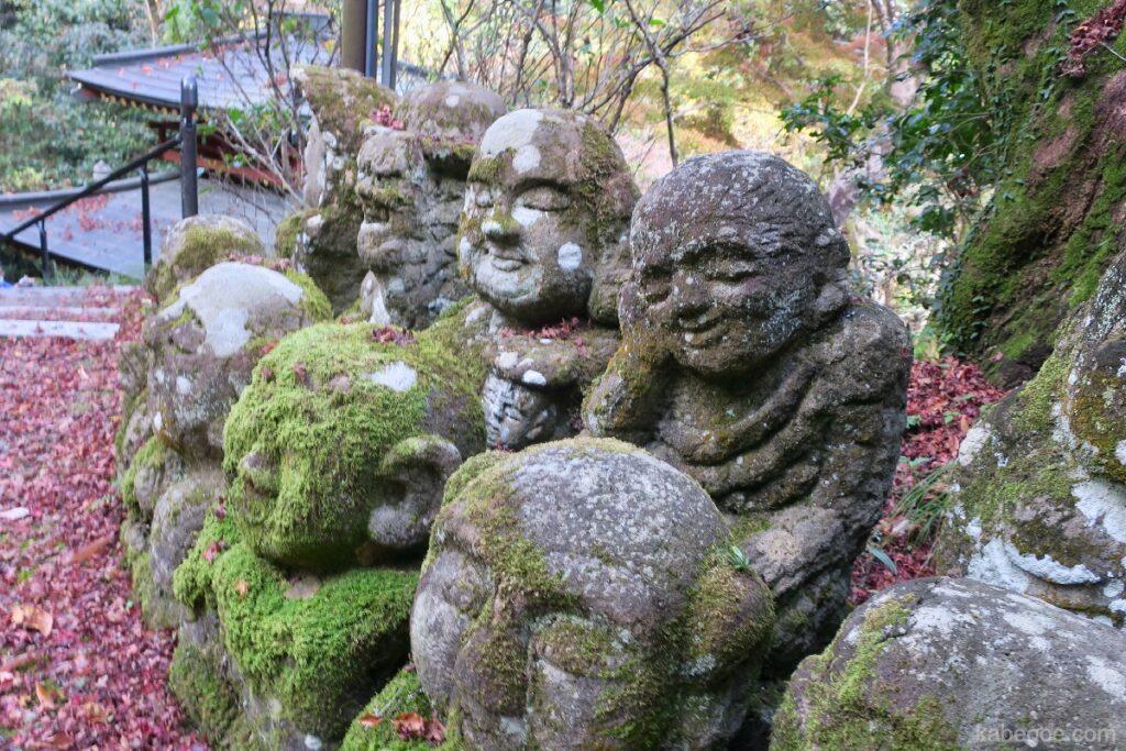 Атаго Нэнбүцү-Жи сүмийн өвөрмөц чулуун хөшөө