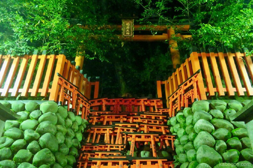 Piccolo cancello torii del Santuario Fushimi Inari Taisha