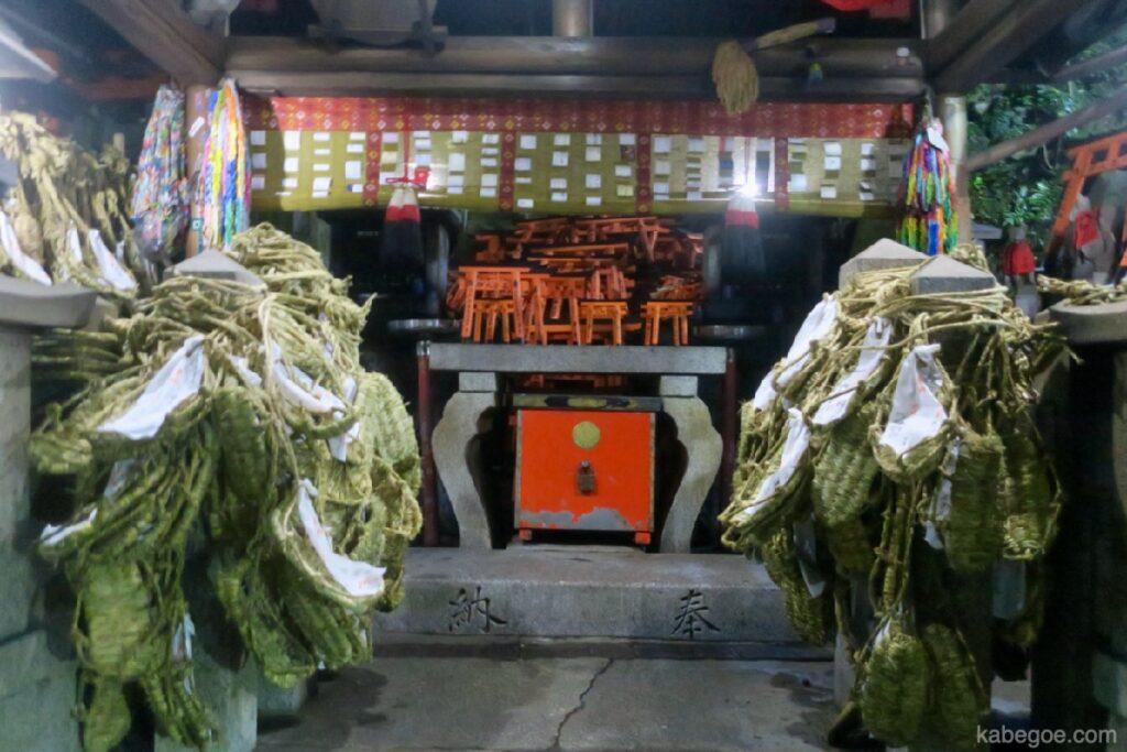 La grande quantità di paglia del Santuario di Fushimi Inari Taisha