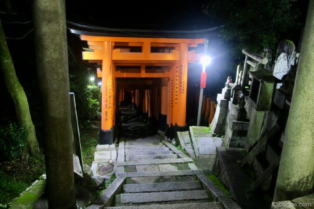 Nelle montagne di Fushimi Inari Taisha