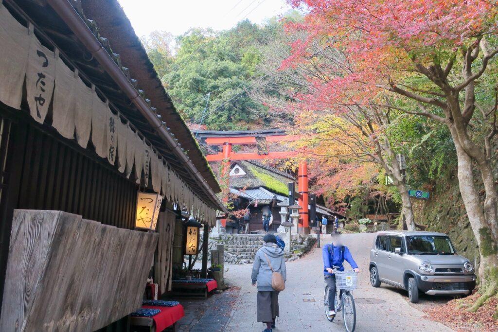 Di sekitar Kuil Adashino Nenbutsuji