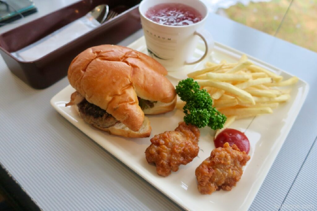 Masakan Restoran Kafe Museum Dinosaurus Fukui