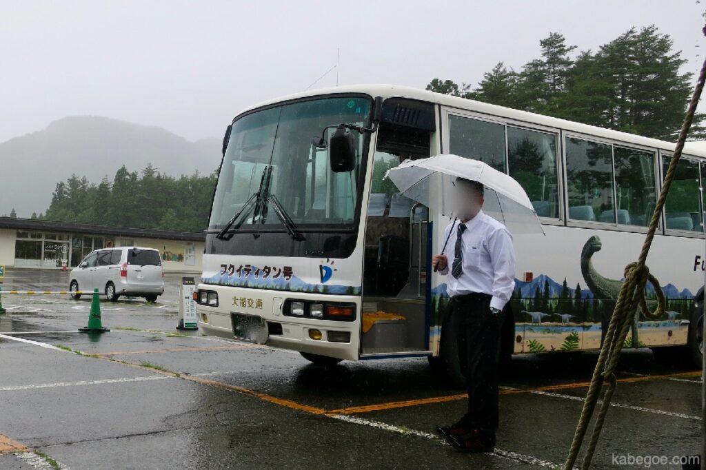 Гадна үлэг гүрвэлийн музейд Фукутитан