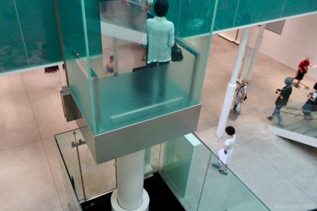 21 -р зууны орчин үеийн урлагийн музей, Каназава лифт