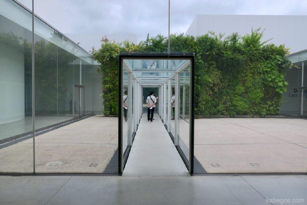 21 -р зууны орчин үеийн урлагийн музейн коридор, Каназава