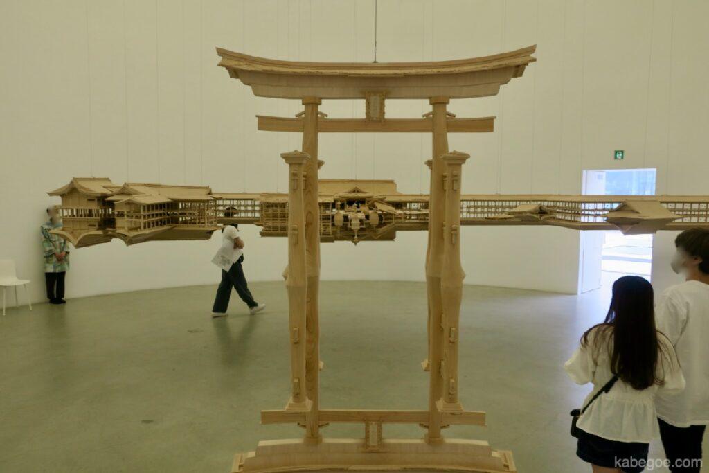 """""""Тусгалын загвар <Тесусын хөлөг онгоц>"""" (Зохиогч: Такахиро Ивасаки), 21 -р зууны орчин үеийн урлагийн музей, Каназава"""
